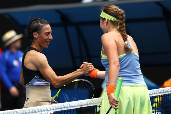 The players met for a warm handshake at the net after the encounter | Photo: Cameron Spencer/Getty Images AsiaPac
