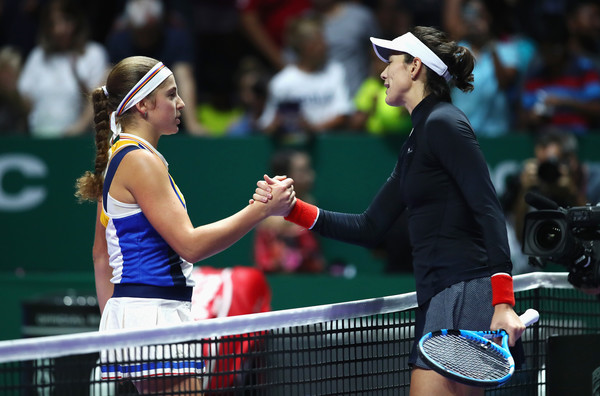 Muguruza and Ostapenko meets at the net after the match | Photo: Clive Brunskill/Getty Images AsiaPac