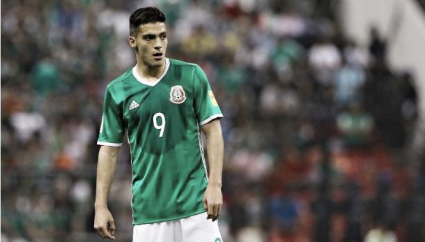 Raúl Jiménez, en un partido con México