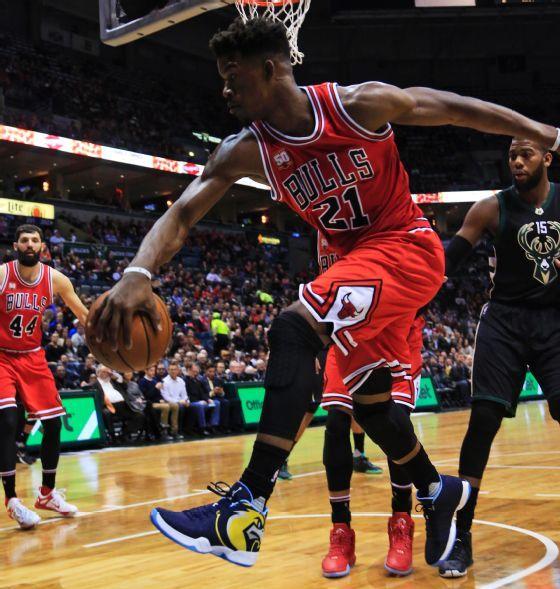 Jimmy 'salvando' un balón. Foto: Chicago Bulls