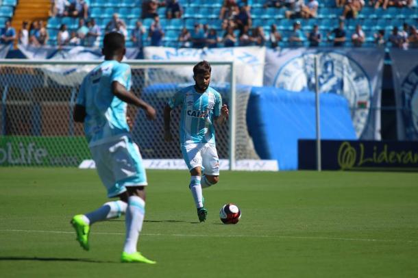 João Paulo ganhará vaga no time titular com a suspensão de Capa (Foto: Jamira Furlani/Avaí FC)