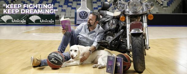 Baloncesto, literatura, su moto y su perro, las pasiones de Joan Plaza.   Foto: Joan Plaza