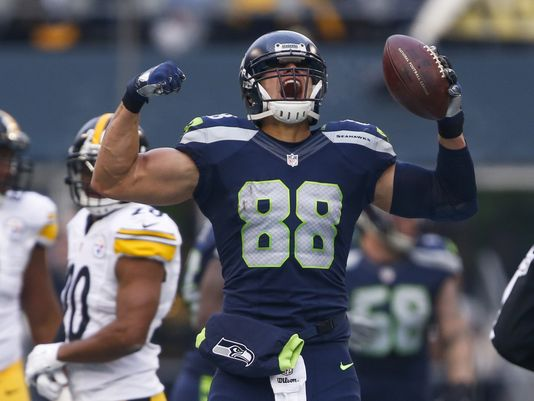 Jimmy Graham will need to step up this season to make the Hawks a true contender again. (Joe Nicholson/USA TODAY Sports)