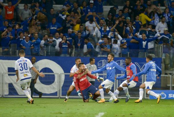 Torcida presta apoio ao Cruzeiro em último treino antes da final