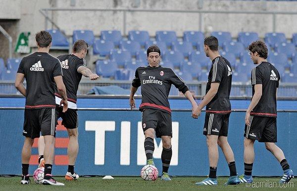 Jogadores do Milan fizeram treinaram no estádio Olímpico nessa sexta-feira (20) (Foto: Divulgação/Milan)