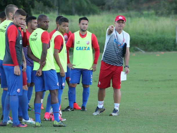Treinador do Timbu deixa escalação titular para jogo contra potiguares em aberto (Foto: Léo Lemos/Náutico)