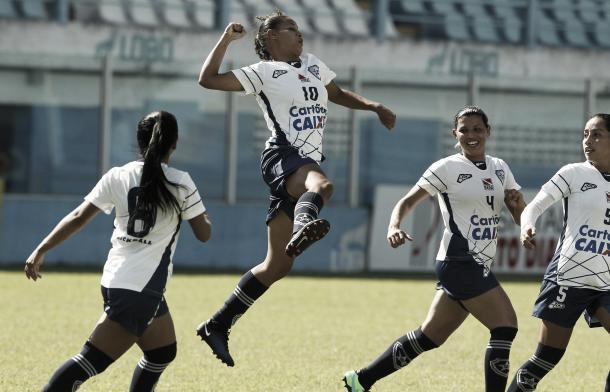 Meninas do Pinheirense dão show e avançam na competição (Foto: Raimundo Paccó/AllSports)