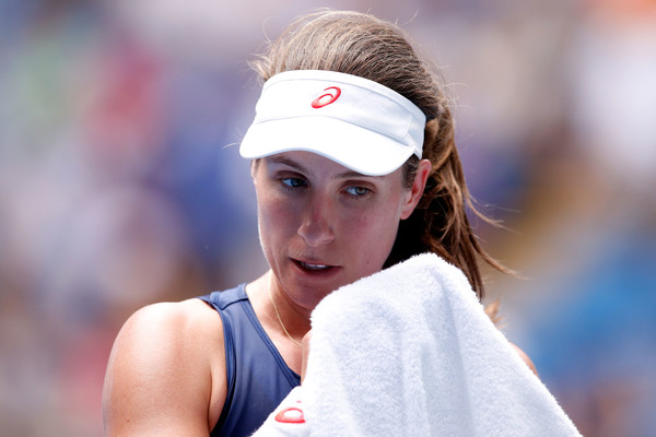 Johanna Konta wipes her sweat during the match | Photo: Darrian Traynor/Getty Images AsiaPac