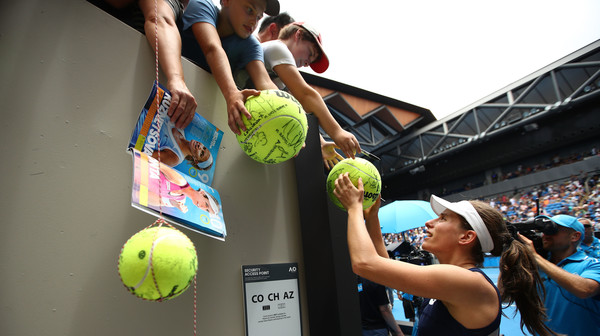 Konta gives her autograph to her fans after the win | Photo: Clive Brunskill/Getty Images AsiaPac
