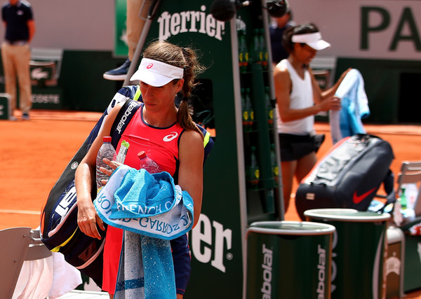 Johanna Konta walks off the court in dejection following her defeat | Photo: Clive Brunskill/Getty Images Europe