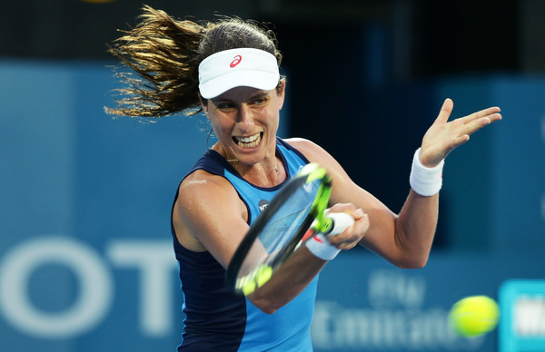Johanna Konta hits a forehand against Agnieszka Radwanska during the final of the 2017 Apia International Sydney. | Photo: Matt King/Getty Images