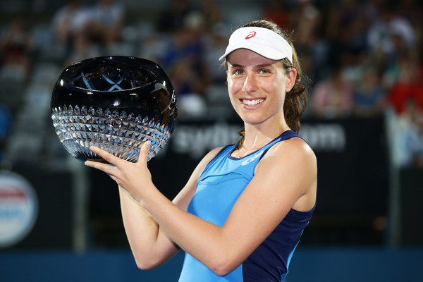 Johanna Konta lifts her trophy in Sydney | Photo: Matt King/Getty Images AsiaPac