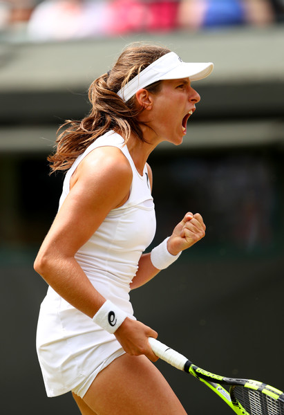 Johanna Konta celebrates winning the first set | Photo: Michael Steele/Getty Images Europe