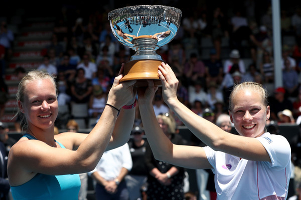 Johanna Larsson and Kiki Bertens pose along with their trophy in Auckland | Photo: Phil Walter/Getty Images AsiaPac