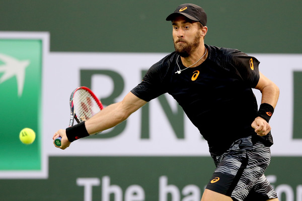 Steve Johnson chases down a forehand during his third round loss. Photo: Matthew Stockman/Getty Images