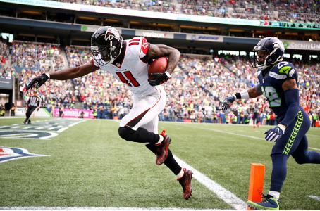 Julio Jones scores the first of three touchdowns for the Atlanta Falcons in the third quarter | Source: Otto Greule, Jr. - Getty Images