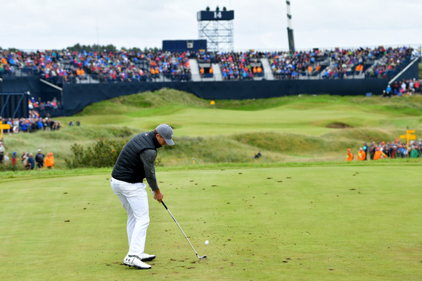 Spieth hits his tee shot off of the 14th hole, which eventually led to his fourth birdie of the round/Photo: Stuart Franklin/Getty Images Rurope