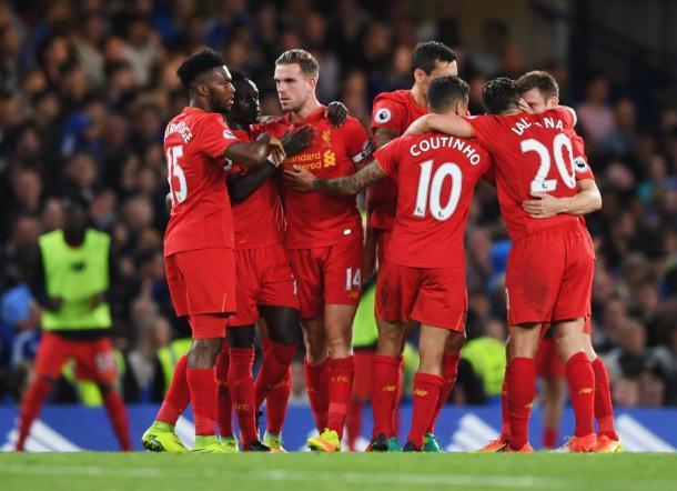 I Reds festeggiano la vittoria sul Chelsea. Fonte: www.rousingthekop.com