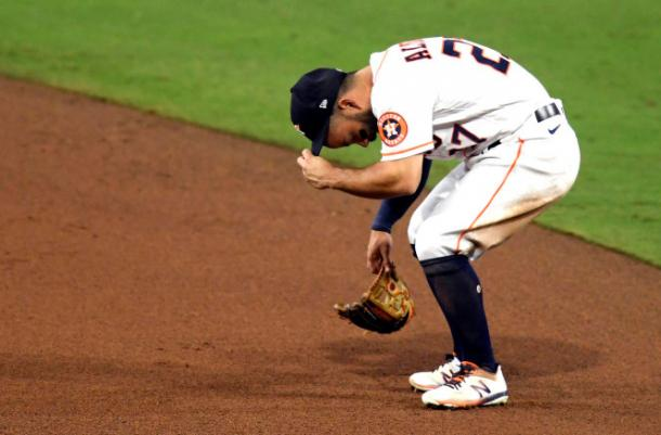 Altuve's throwing error proved costly/Photo: Harry How/Getty Images