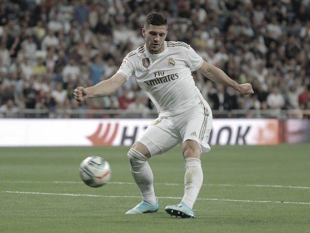 Jovic golpeando el balón | Fuente: VAVEL