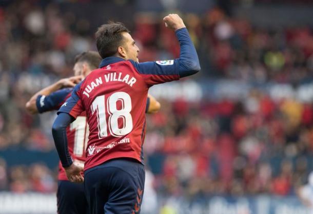 Juan Villar vistiendo la camiseta de Osasuna   Fuente: Osasuna