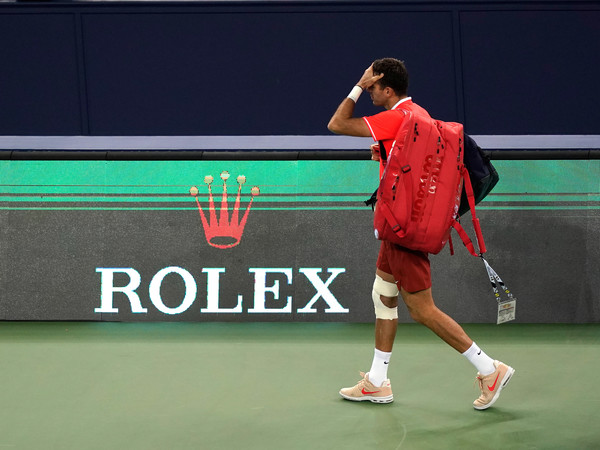 With his right knee heavily taped, del Potro departs the court in Shanghai (Image source: Kevin Lee/Getty Images AsiaPac)