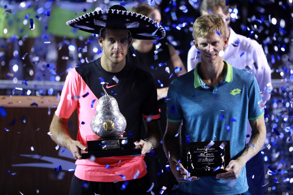 Anderson and del Potro poses alongside their respective trophies during the trophy ceremony | Photo: Hector Vivas/Getty Images South America