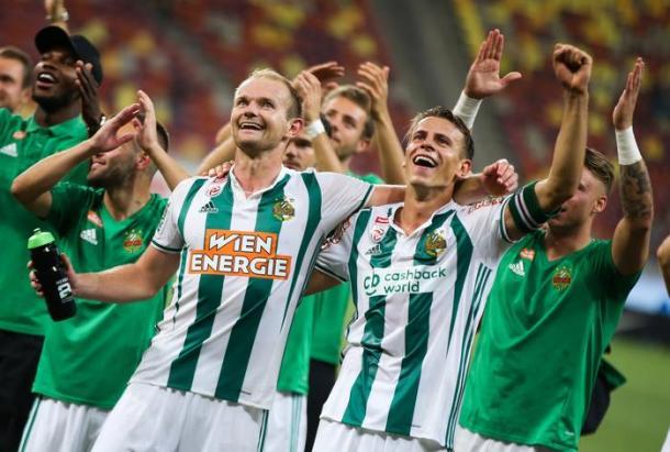 Los jugadores del Rapid celebran la clasificación a la fase de grupos de la Europa League | Foto: SK Rapid Viena