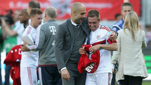 Guardiola celebra junto a su capitán, Philipp Lahm. // (Foto de fcbayern.de)