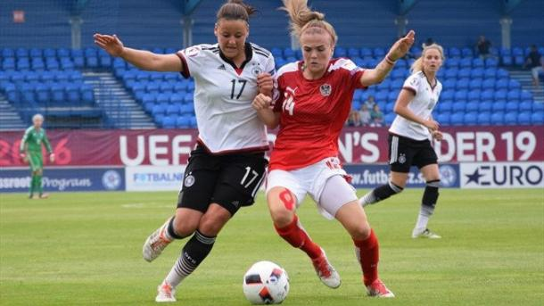 Germany's Julia Kofler and Austria's Jasmin Sehan. Photo: Sportsfile