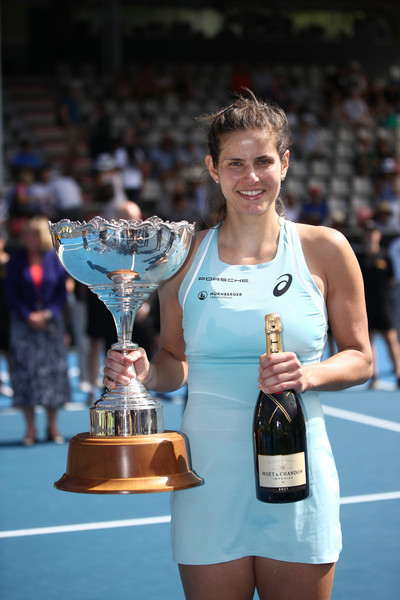 Julia Goerges posing alongside her Auckland title | Photo: Phil Walter/Getty Images AsiaPac