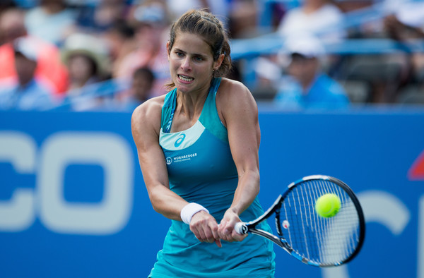 Julia Goerges in action during the final | Photo: Tasos Katopodis/Getty Images North America