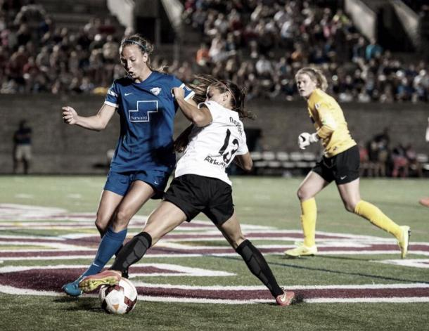 Julie King managing to defend USWNT player Alex Morgan | Source: Mike Gridley