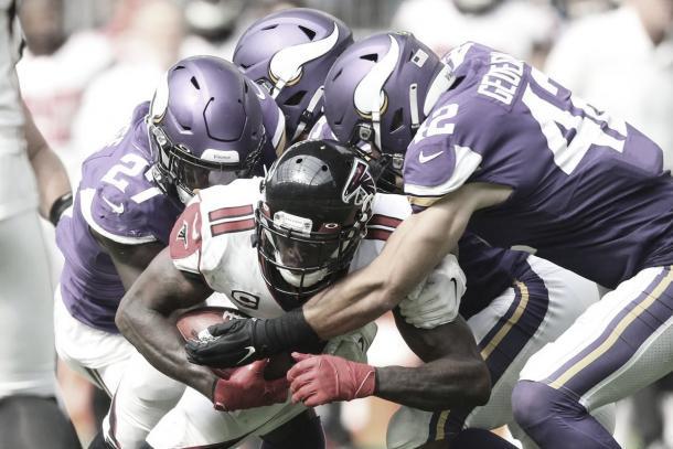 Julio Jones fue bien custodiado por la defensiva de Vikings (Imagen: Vikings.com)