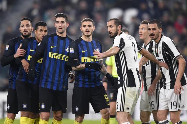 Los jugadores de Inter y Juventus durante el último derbi | Foto: Juventus