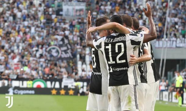 Alla Juventus basta un tempo: Crotone senza scampo
