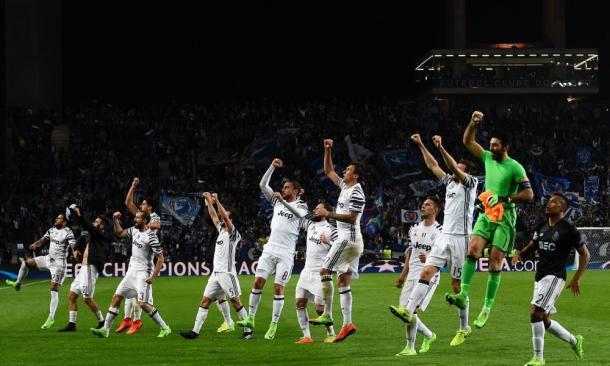 La squadra esulta a Oporto   Foto: panorama