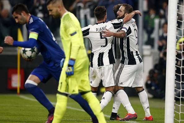 Bianconeros levam a melhor no equilíbrio e largam à frente (Foto: Marco Bertorello/AFP/Getty Images)
