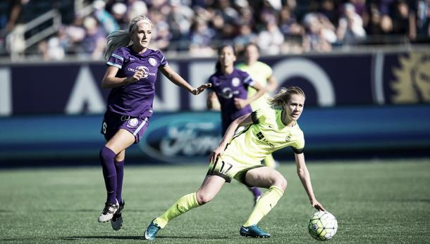 Kaylyn Kyle and Beverly Yanez battle it out in the second half. (Photo credit: NWSL)