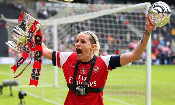 Smith celebrates lifting the FA Women's Cup. | Image source: The Guardian