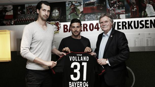 Volland is officially presented as a Bayer Leverkusen player. | Image source: Bayer Leverkusen