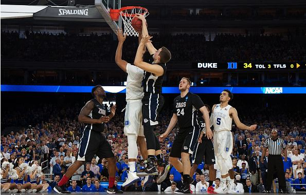 Kyle Wiltjer (middle in black) is one of three returning seniors that will need to play at his best if Gonzaga wants to make a deep run / Lance King - Getty Images