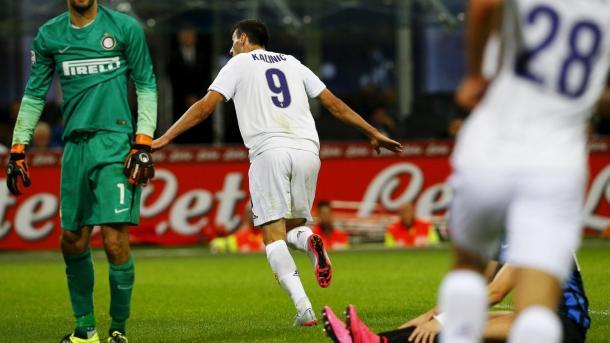 Goleada por 4 a 1 da Fiorentina em Milão colocou time na liderança da Serie A em 2015 (Foto: Divulgação/ACF Fiorentina)