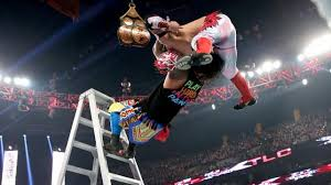 Kalisto hit Salida Del Sol from the top of a ladder. Photo: twm.news