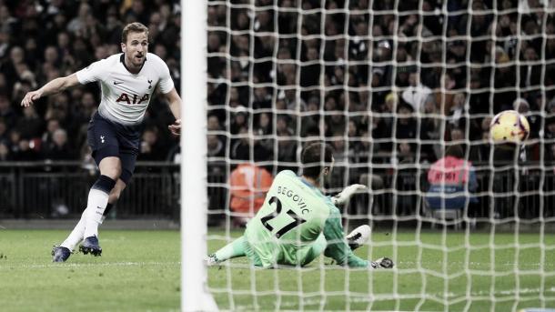 Kane definió para poner el 4-0. Foto: Premier League.