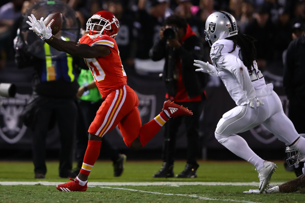 Tyreek Hill #10 of the Kansas City Chiefs makes a 64-yard catch for a touchdown against the Oakland Raiders. |Source: Ezra Shaw/Getty Images North America|