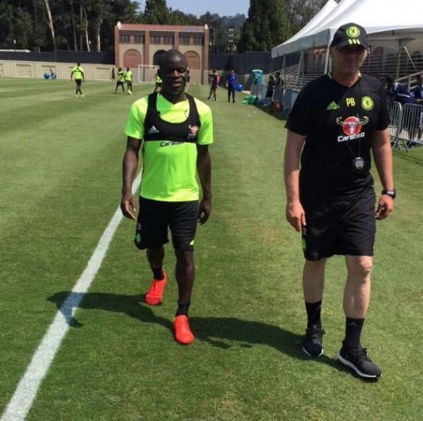 N'Golo Kante si allena con il Chelsea, twitter @nglkante