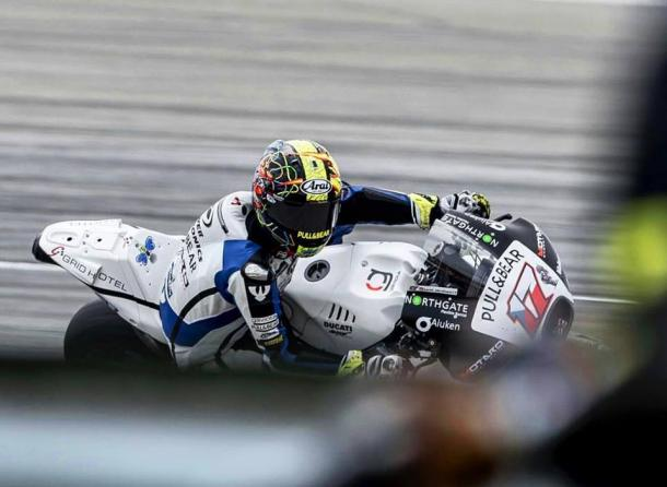 El piloto checo pilotando su Ducati GP15 / FOTO: Facebook Karel Abraham