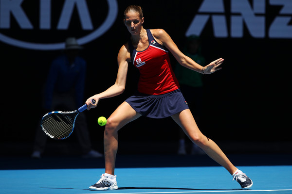Karolina Pliskova hits a forehand during the quarterfinal match against Mirjana Lucic-Baroni at the Australian Open | Photo: Clive Brunskill/Getty Images AsiaPac