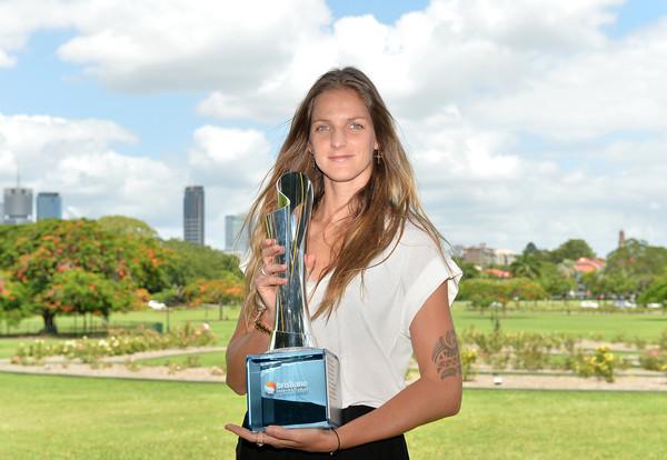 Karolina Pliskova with her title at the Brisbane International | Photo: Bradley Kanaris/Getty Images AsiaPac